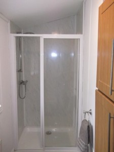 cabin bathroom shower 250